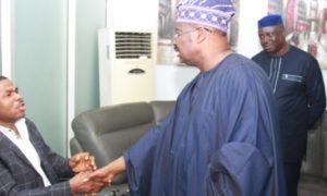 E-news: Photos, Yinka Ayefele Reconciles With Governor Ajimobi After Closed Door Meeting