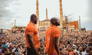 E-news: Davido Prostrates When He Got To His Hometown For PDP's Rally || WATCH